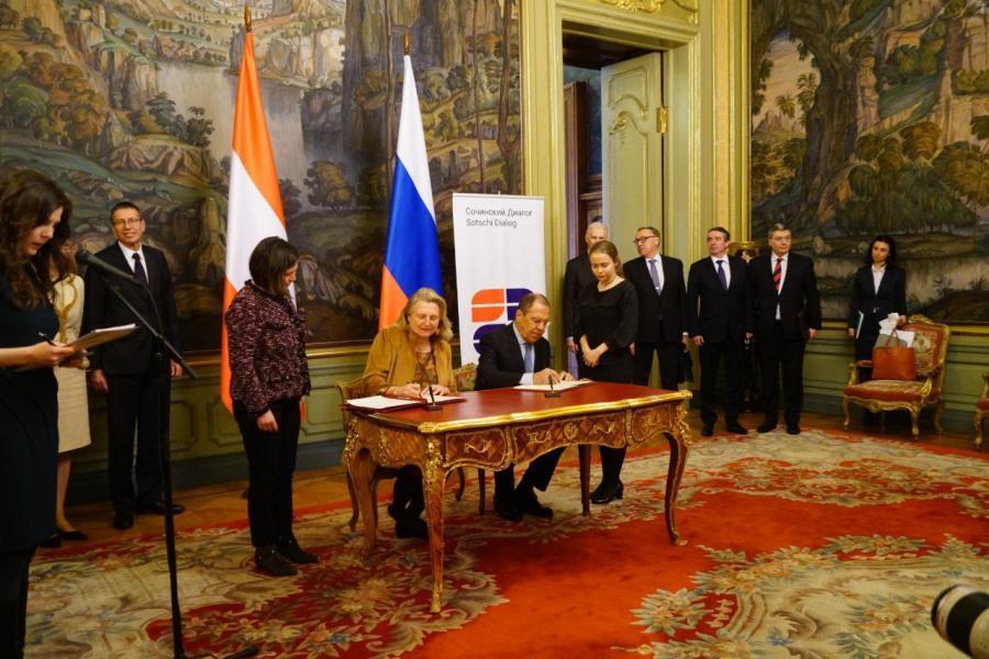 اتریش از وضع تحریم جدید علیه طرح گاز جریان شمالی2 انتقاد کرد