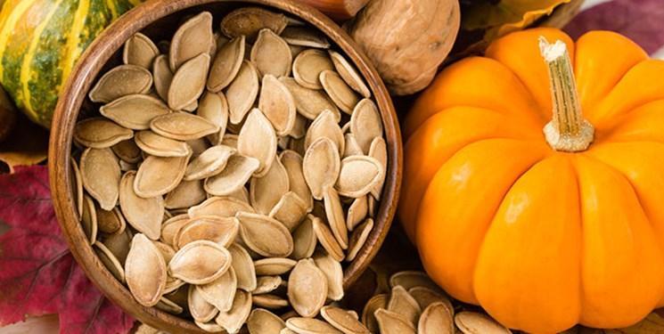 مشکل بی خوابی خود را با مصرف دانه کدوتنبل حل کنید