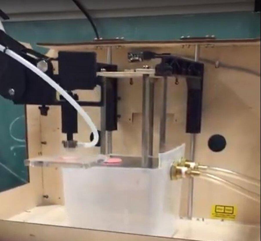 فراوری اندام زنده بدن توسط بازوی رباتیک